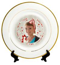 белая-тарелка-с-золотой-каемкой_рисунок_enl